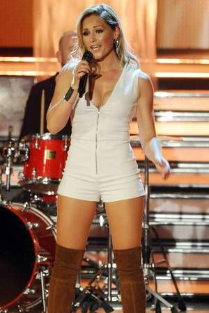In this white mini jumpsuit Helene Fischer rocked the stage