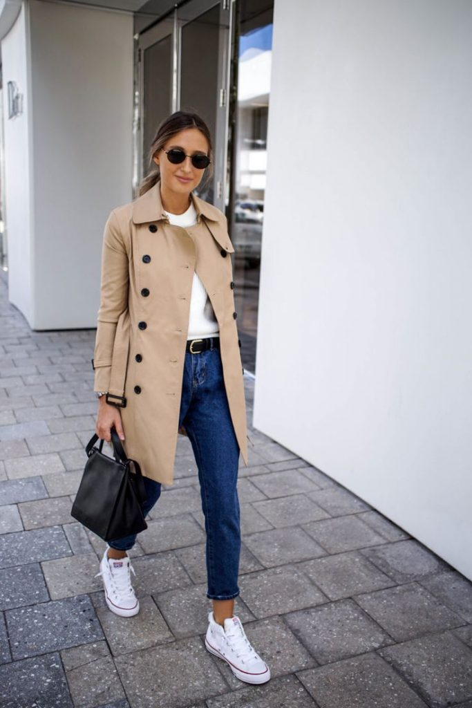 RALPH LAUREN Leather belt and beige trench coat in the outfit of Miami Fashio ... # ...