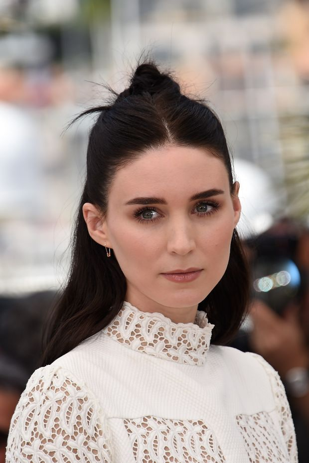 Rooney Mara at the 2015 Cannes photocall for 'Carol'. beautyeditor.ca/...