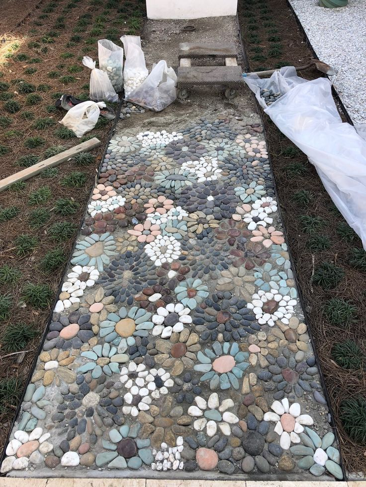How do I create a pebble mosaic? Prepare the stones and sort them ...