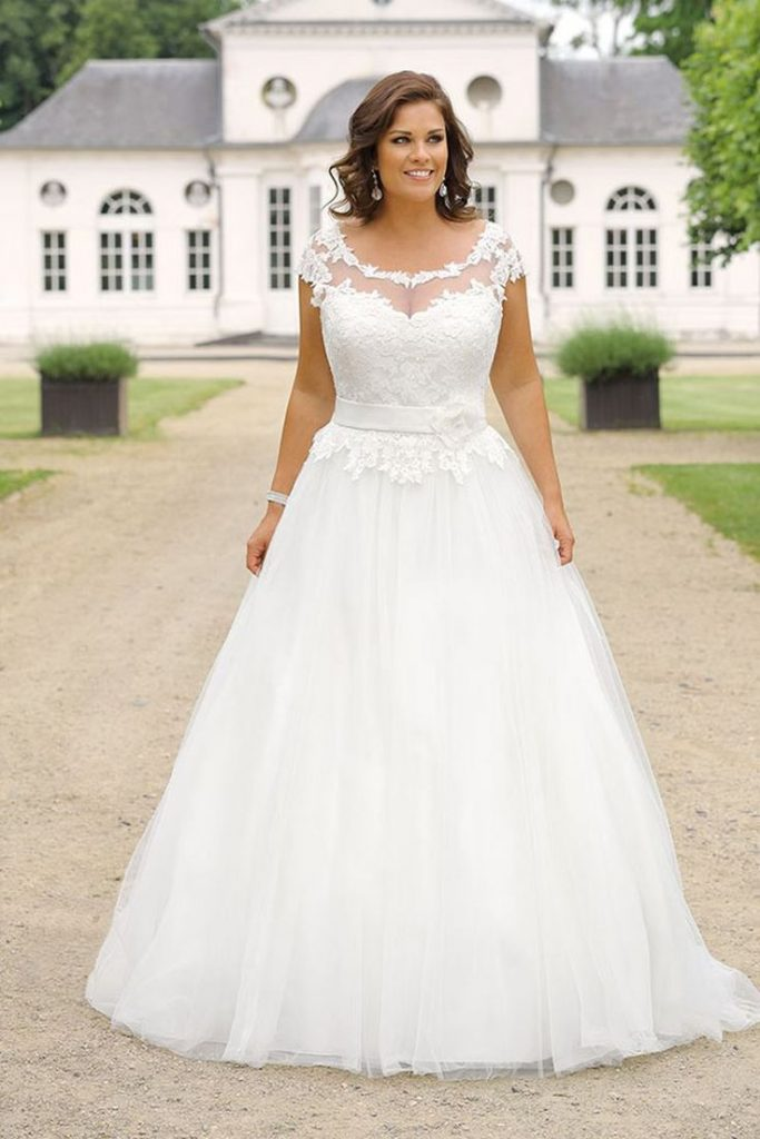 Curvy Bride; Bride; Wedding; Wedding dress; Wedding dress; Oversized; Plus siz ...