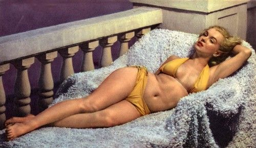 Marilyn Monroe.... True beauty before all this photoshop business & what not!!