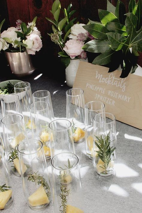 Mocktail drink idea for your greenery baby shower, so gorgeous and simple!
