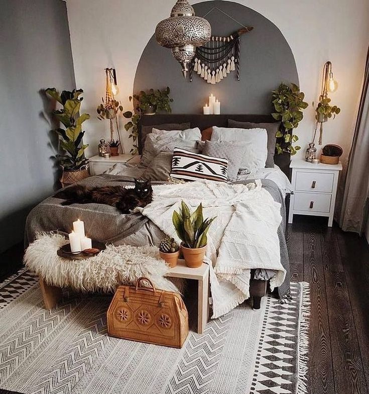 What a perfect mix and match of bedroom decor ideas are made here in the designi...