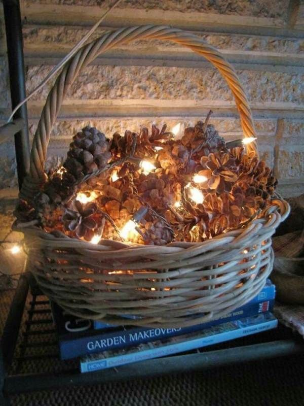 DIY Christmas decoration Crafting ideas with pine cone decoration to tinker with fairy lights