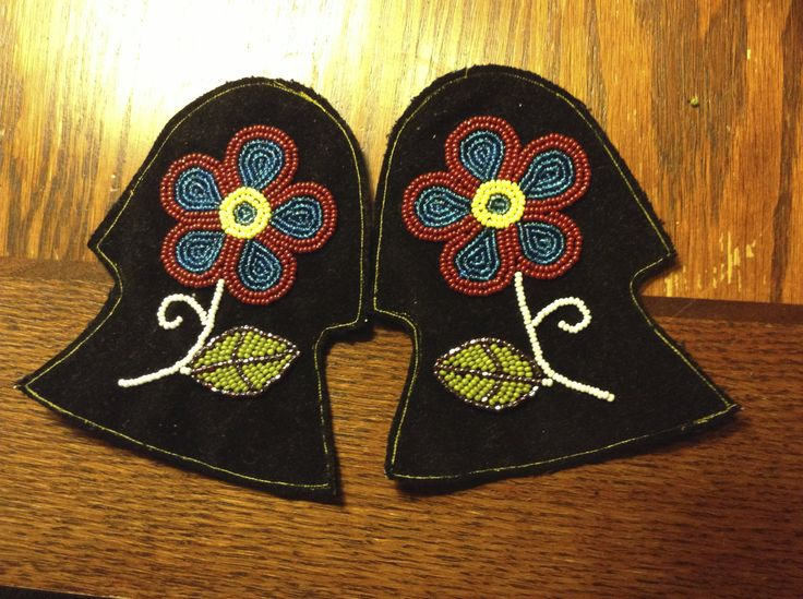 Ojibwe Men's Split toe Moccasins Tongues made by Greg Johnson, Lac du Flambe...